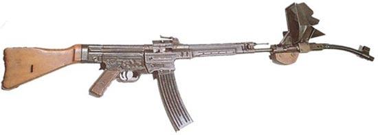 MP-43 / MP-44 / Stg.44 с кривоствольной насадкой для стрельбы из-за укрытий