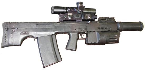 один из опытных вариантов автомата АШ-12 с трехзарядным подствольным гранатометом револьверного типа и глушителем