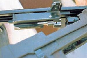 затворная рама с затвором МА как бы подвешеная в ствольной коробке