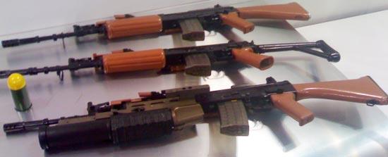 INSAS с постоянным и складным прикладом и с установленным подствольным гранатометом