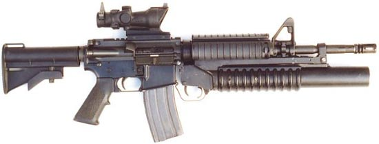 M4A1 с оптическим прицелом вместо рукоятки для переноски и цевьем с системой RIS (Rail Interface System) с установленным 40-мм подствольным гранатометом М203