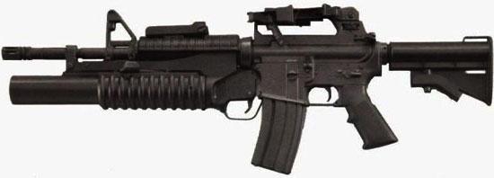 M4 раннего выпуска с несъемной рукояткой для переноски и установленным подствольным гранатометом M203