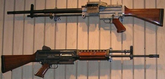 прототип Stoner 62 калибра 7.62х51 НАТО вариант пулемета с ленточным питанием (сверху) вариант автомата / штурмовой винтовки (снизу)