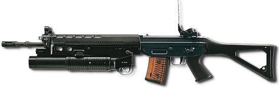 SIG Stgw 90 / SG 550 с установленным подствольным гранатометом GL 5040