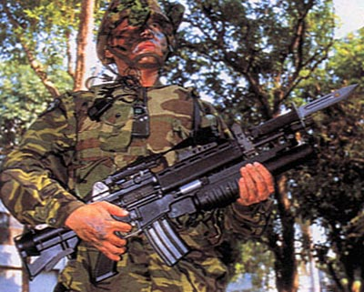 T91 с установленным гранатометом и штык-ножом