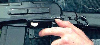 АН-94 вид на переводчик режимов огня, предохранитель, крепление для оптики