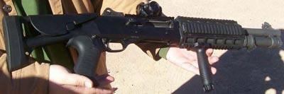 Benelli M4 Super 90 с коллиматорным прицелом и подствольной ручкой
