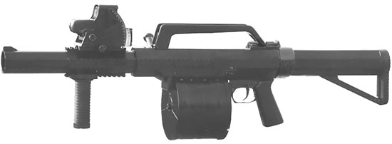 Norinco LG6 с установленной передней рукояткой и коллиматорным прицелом