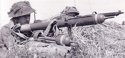 PIAT используемый британским солдатом