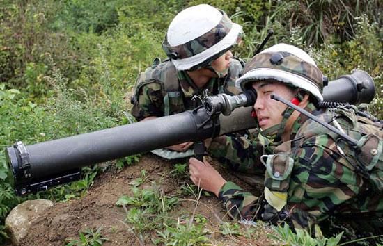 M67 Recoilless Rifle при использовании южнокорейскими солдатами