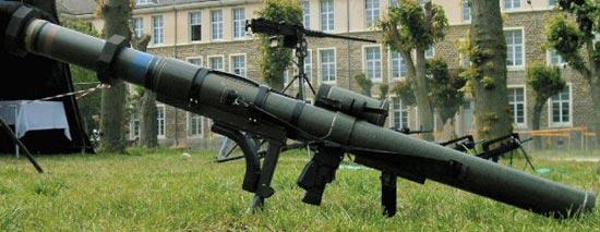 Гранатомет LRAC 89 F1 в боевом положении