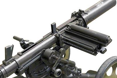 гранатомет Таубина хорошо виден механизм магазина на пять гранат