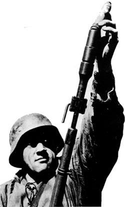 GewehrPanzergranate 30 при заряжании в ружейную мортирку