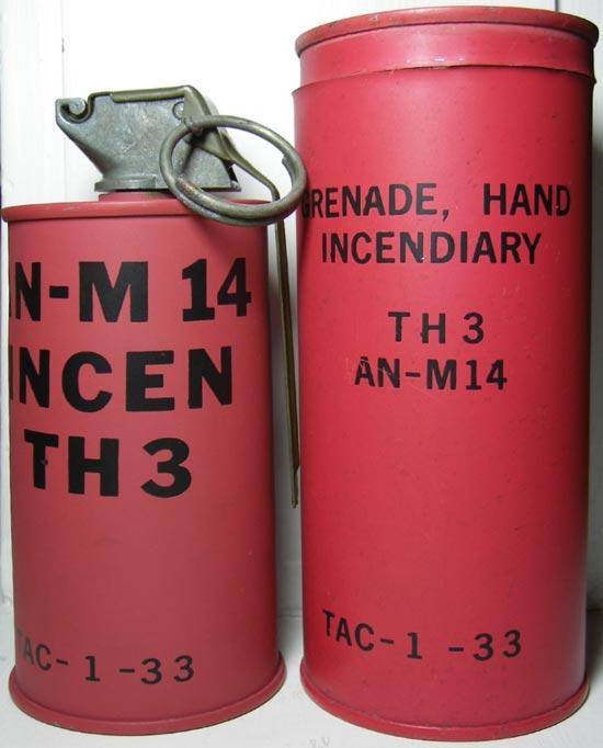 AN-M 14 (слева) с укупоркой (справа)