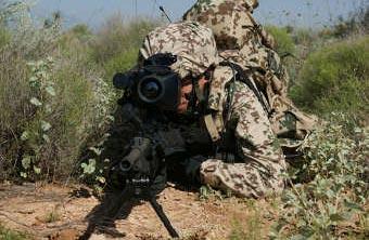 Немецкий военный в экипировке IdZ-ES