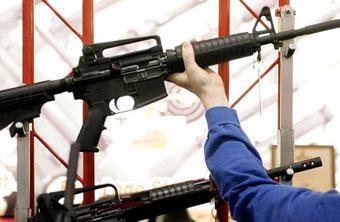 В США подсчитали объемы госпомощи производителям стрелкового оружия