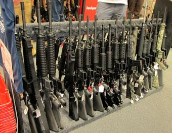 Сенатор пообещала добиться запрета штурмовых винтовок в США