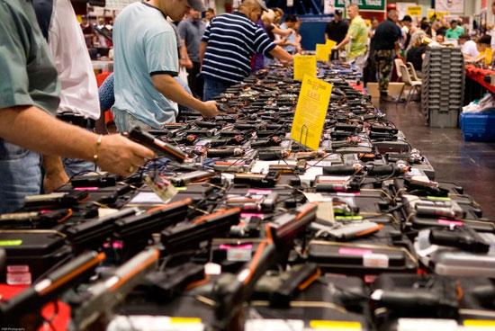 Американцы скупают оружие в магазинах