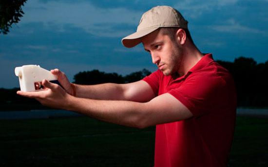 Коди Уилсон с 3D-пистолетом
