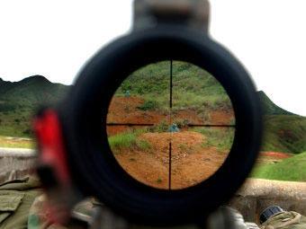 Вид через оптический прицел винтовки M40A3