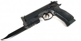 штык-нож на пистолете CZ-75