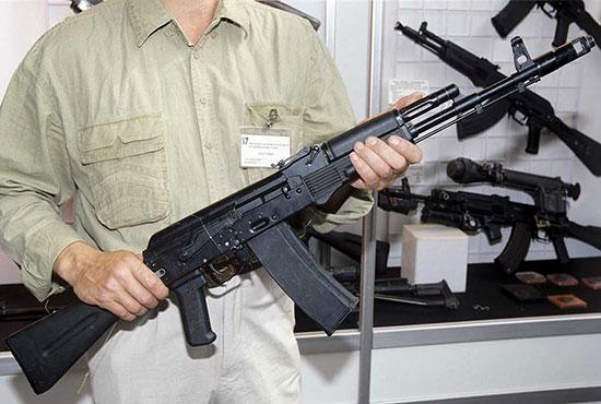 В США вырос спрос на автоматы Калашникова после объявления санкций против России