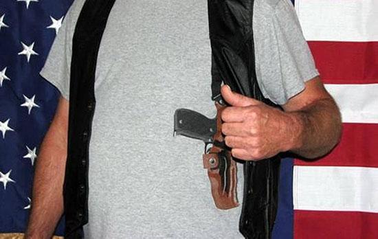 Футболки с реалистичными принтами оружия от компании Open Carry T-shirts