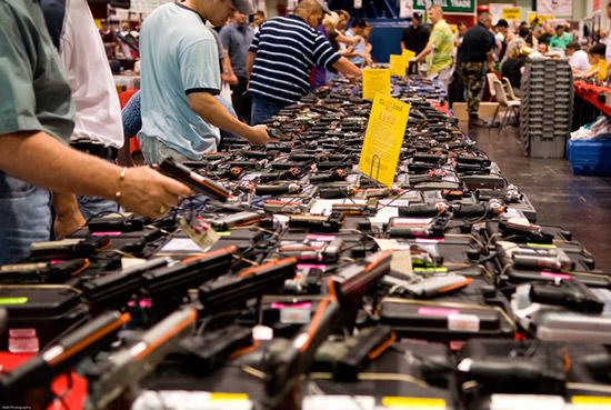 В США растет спрос на компактное оружие и глушители