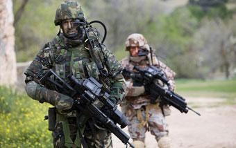 Испанские солдаты в экипировке ComFut
