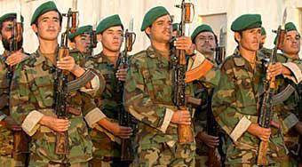 военнослужащие Афганистана вооруженные автоматами Калашникова