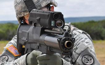 американский солдат с XM-25