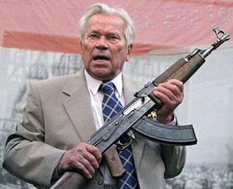 М.Т. Калашников с АК-47