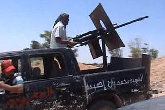 Ливийские повстанцы получают через Тунис контрабандное оружие