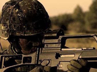 Немецкий военнослужащий с G36