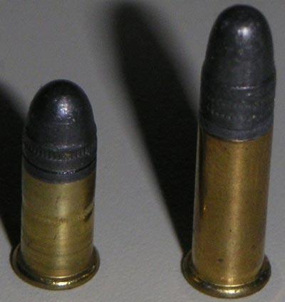 .22 Short (слева) .22 LR (справа)