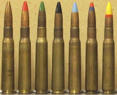 Слева - направо .50 Browning Ball M33 (K) (UK) .50 Browning Tracer M17 (K) (UK) .50 Browning Armor-Piercing W Mark 1z (UK) .50 Browning Armor-Piercing M2 (K) (UK) .50 Browning Incendiary M1 (K) (UK) .50 Browning Dark-Ignition-Incendiary-Tracer (UK) .50 Browning Ranging-Observing L11A2 (UK)