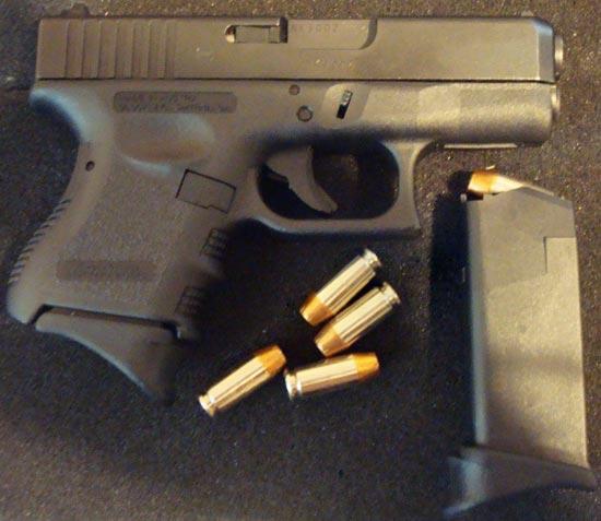 Glock 27 с магазином с выступающей передней частью для упора мизинца