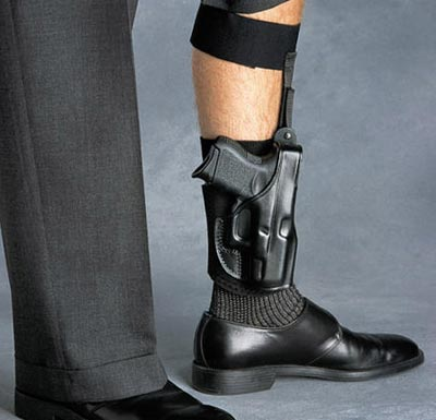 Glock 27 закрепленный на голени для скрытого ношения