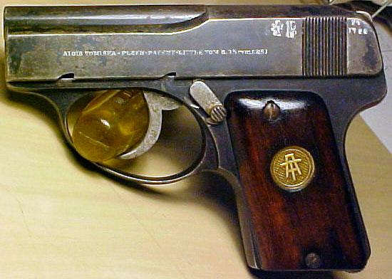 Little Tom калибра 6.35 мм производившийся в Чехословакии
