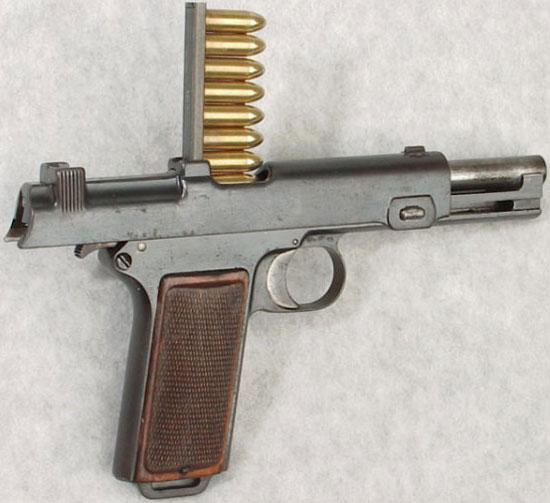 Steyr M1912 при заряжании