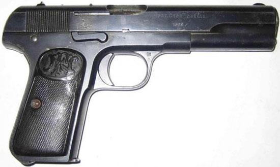 FN Browning M 1903 принятый на вооружение жандармерии России (на правой стороне затвора-кожуха находится надпись «Моск. Стол. Полиция»)
