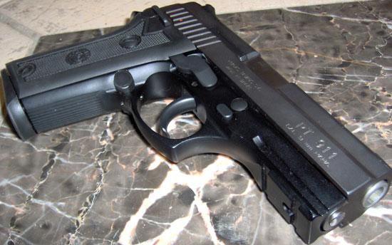 Taurus PT 911 образца 2005 года