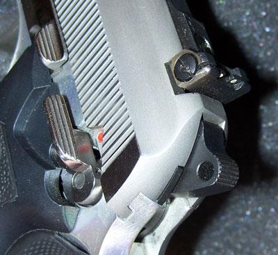 Taurus PT 99 AFS вид на целик и элементы управления