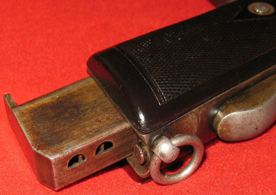 вид на отверстия магазина пистолета Webley & Scott Mk. I