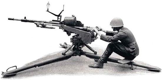 Madsen 1935 (в варианте зенитного орудия), установленный на полевом лафете