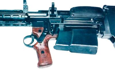 Вид на элементы управления и приемник магазина PzB M.SS 41