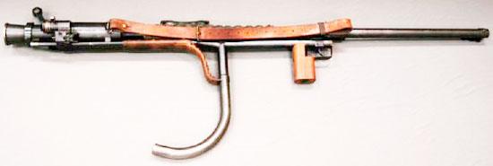 Carl Gustav pvg m/42 на съемной одноногой сошке-опоре