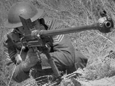 Противотанковое ружье Boys Anti-Tank rifle Mk I при использовании