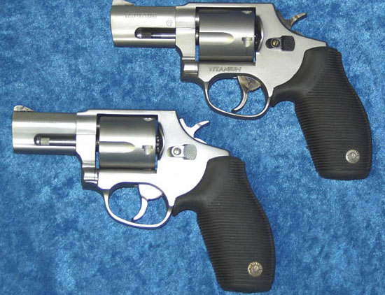Taurus M 415 SS2 (внизу) Taurus M 415 T (вверху)