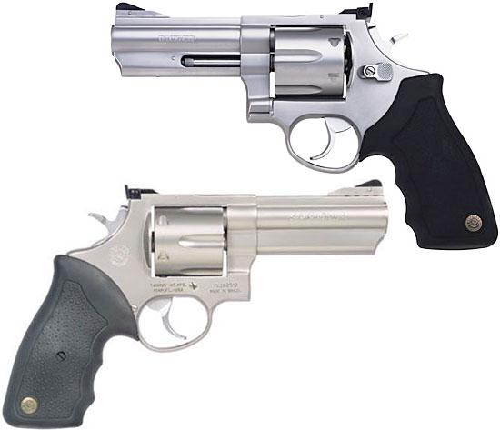 Taurus M44SS4 ранний вариант (вверху) и более поздний вариант с компенсатором (внизу)